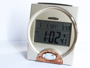 Riezen atomic desk clock
